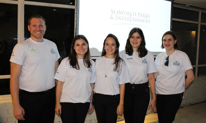 Felipe Timerman, Juliana Bordin, Anna Gabriela, Carolina Prado e Juliana Aranega, da Imaginadora, que representa o Sea World no Brasil