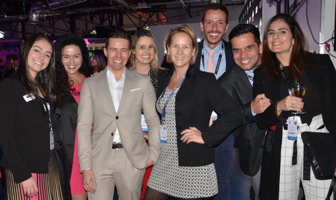 Paula Petean e Thais Martins, da ILTM, Mauro Pinho, do Acqualina Resort, Flávia Câmara, do Emiliano, Shena Moore, do Ponta dos Ganchos, Flavio Corrêa, da ILTM e da Proud Experiences, Bruno Vilaça, da Superviagem, e Carolina Mogames, da Belmond Brasil