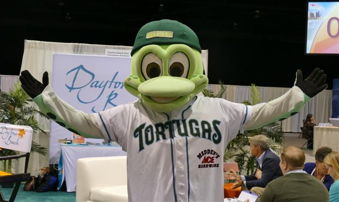 Mascote do Daytona Tortugas, equipe de beisebol local, apareceu durante o Florida Huddle