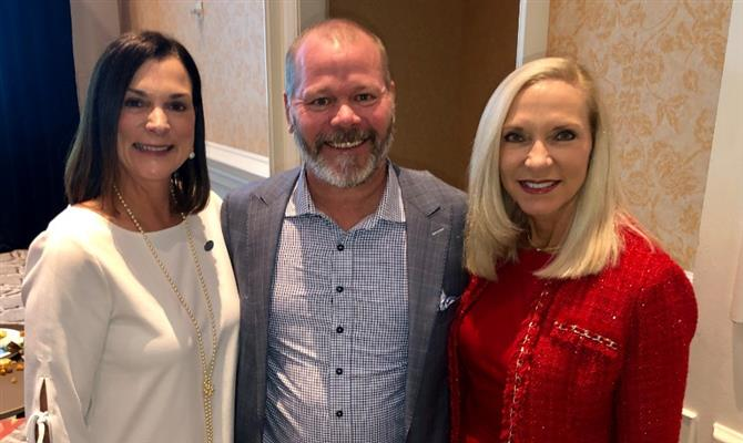 Dana Young (CEO do Visit Florida), Will Seccombe (CEO do Connect Travel) e Carol Dover (CEO da FRLA)