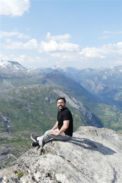 Fábio Guilhem, da Costa Cruzeiros, no topo do mirante Geiranger Skywalk, a 1,5 mil metros de altitude