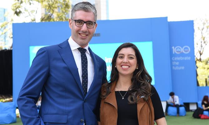 Seth Van Straten, diretor comercial da Air France-KLM para América do Sul, e Julia de Medeiros, gerente de Marketing da Air France-KLM no Brasil