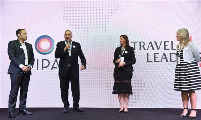 Peterson Prado e Antonio Fernando Slomp, da Avipam, com Carina Fernandez e Angeles Yugdar, da Travel Leaders