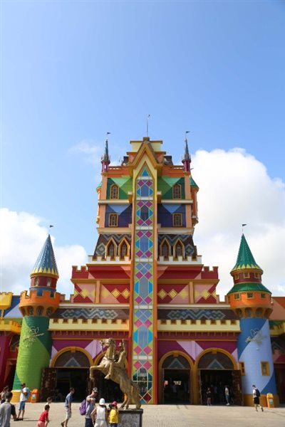 Nova pintura do castelo no Beto Carrero World