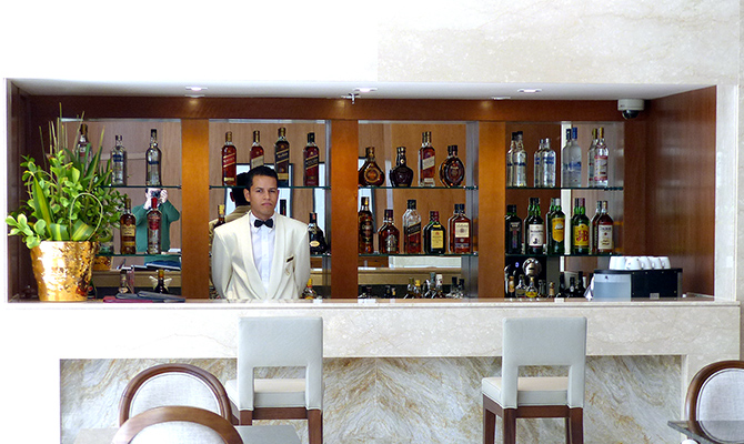 Barman no Bar do Lobby